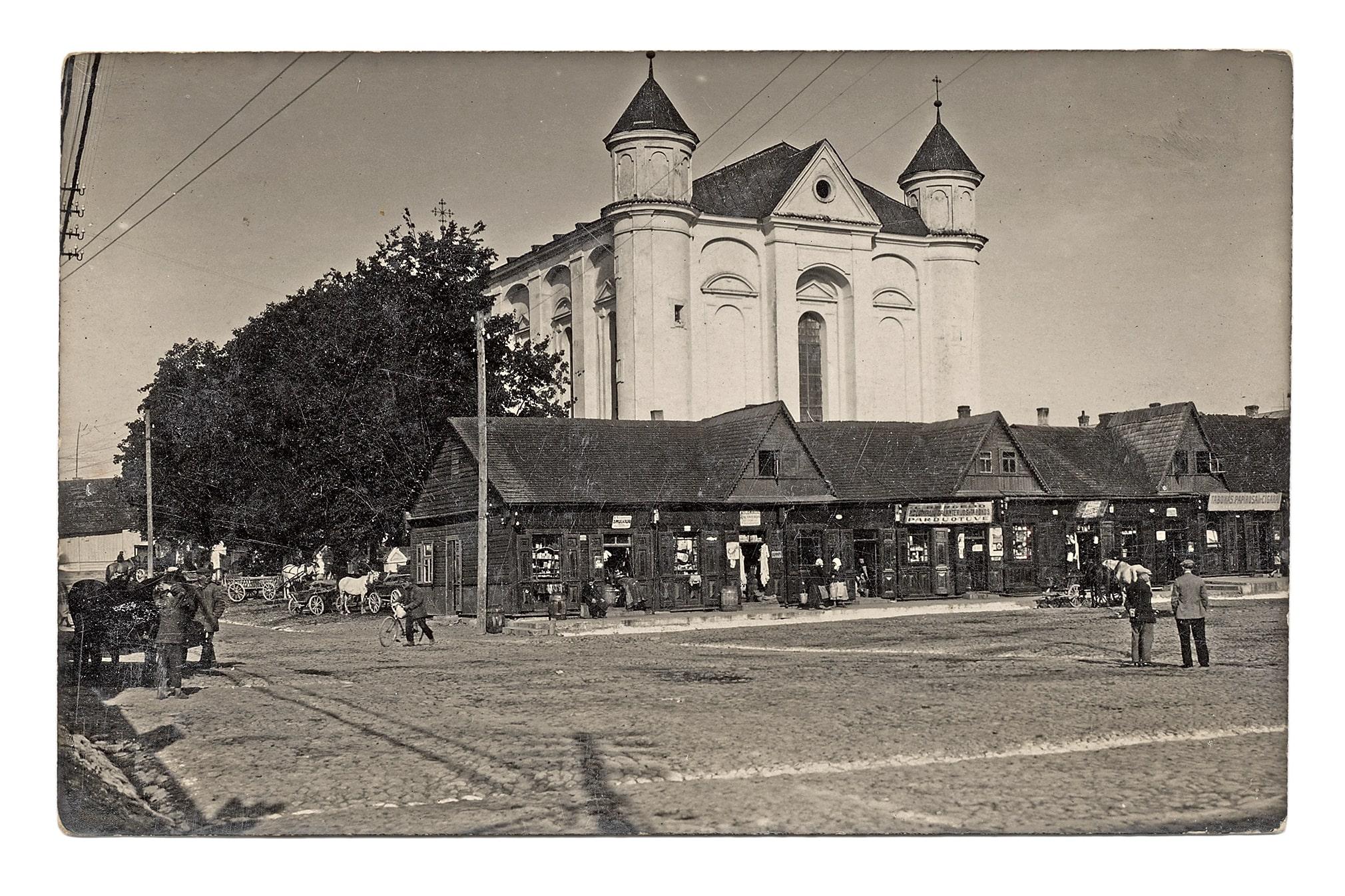 Kėdainių evangelikų reformatų bažnyčia Vilniaus (dabar Didžiosios Rinkos) aikštėje, 1933 m.