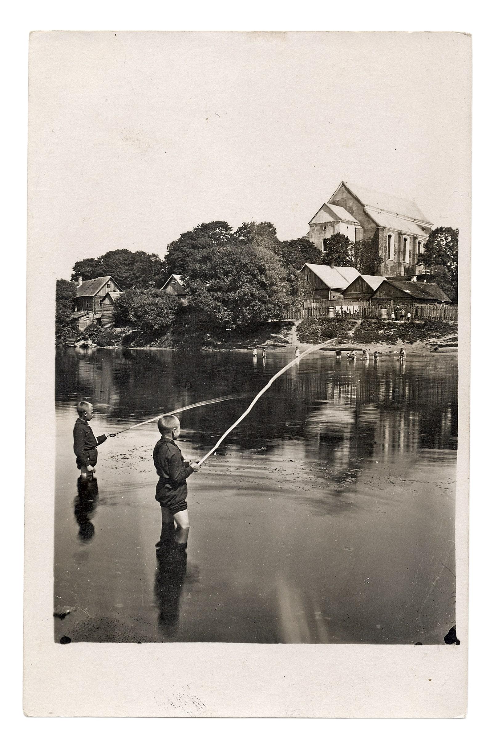 Kėdainių Šv. Jurgio bažnyčia nuo dešiniojo Nevėžio kranto, ~1937 m