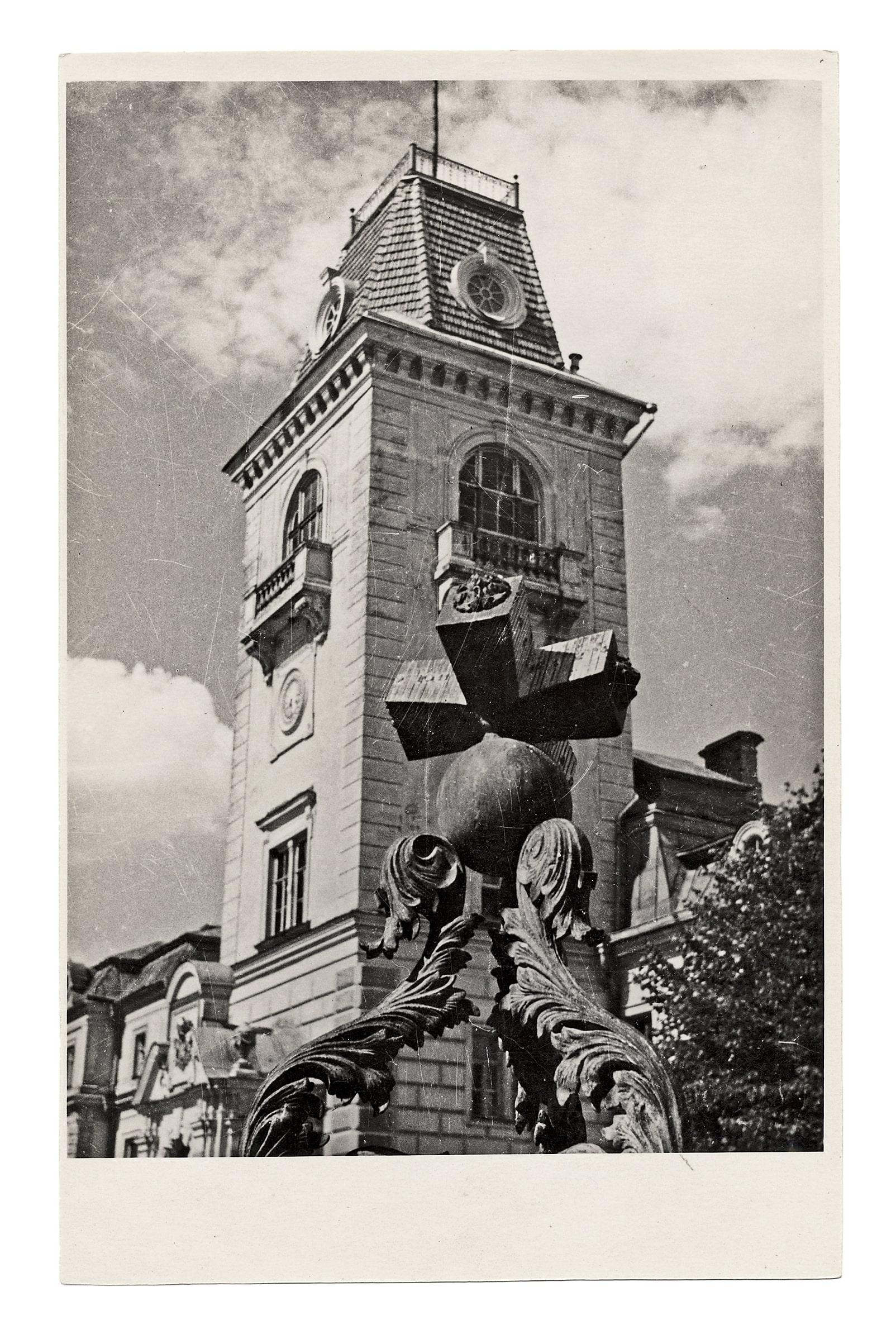 Kėdainių dvaro rūmų bokštas ir saulės laikrodis, 1930 m. 1944 liepos 30 d. rūmai susprogdinti nacių