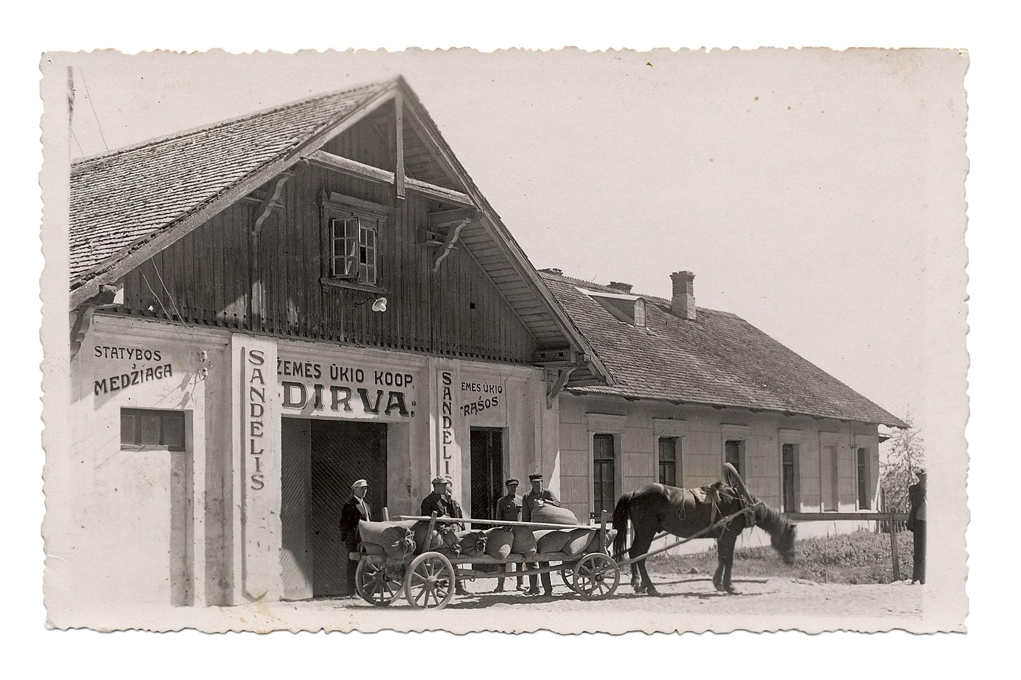 """Žemės ūkio kooperatyvo """"Dirva"""" sandėliai priešais Kėdainių geležinkelio stotį"""