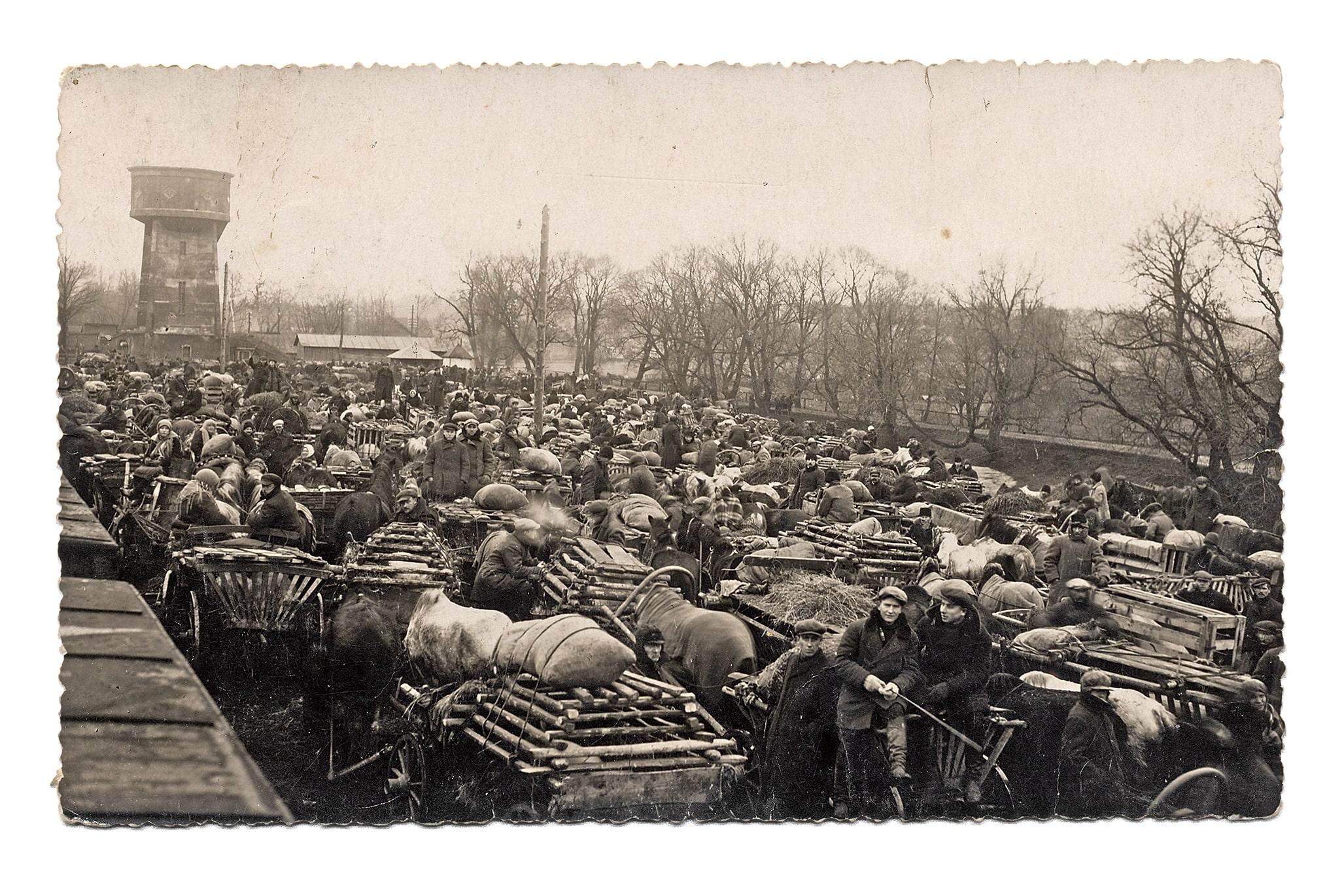 Bekonų pardavėjai Kėdainių geležinkelio stotyje, 1932 m.