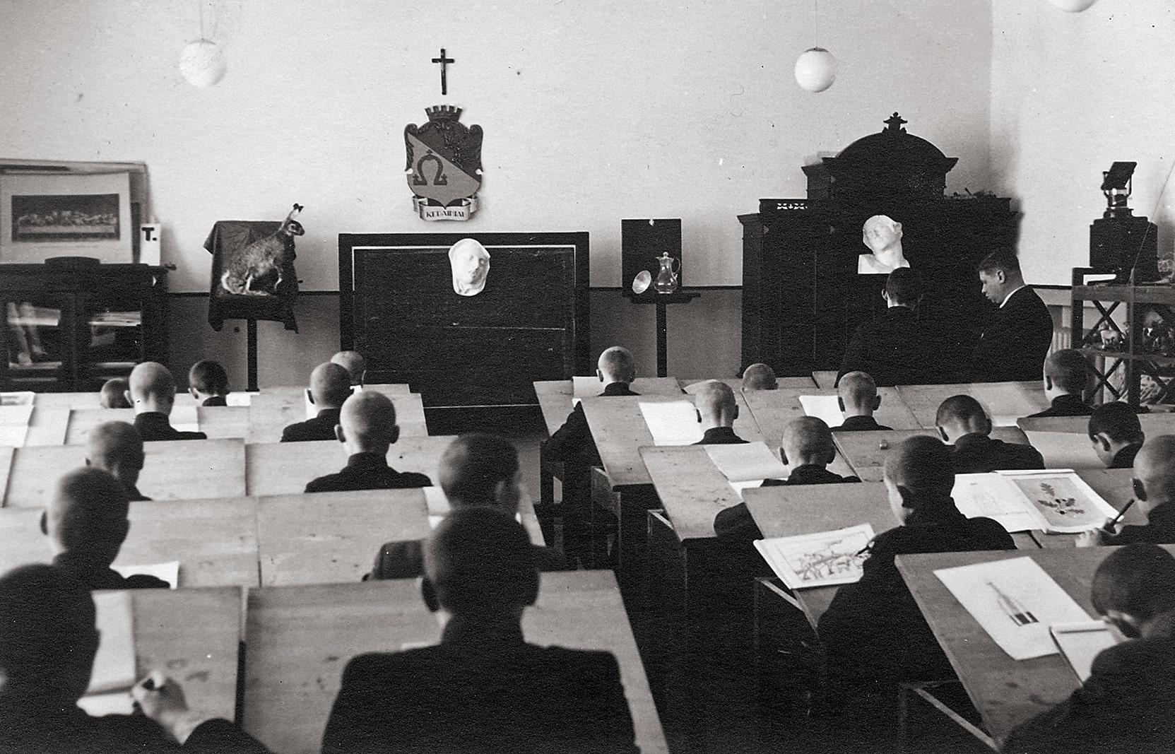 Piešimo pamoka gimnazijoje, XX a. 4 deš.