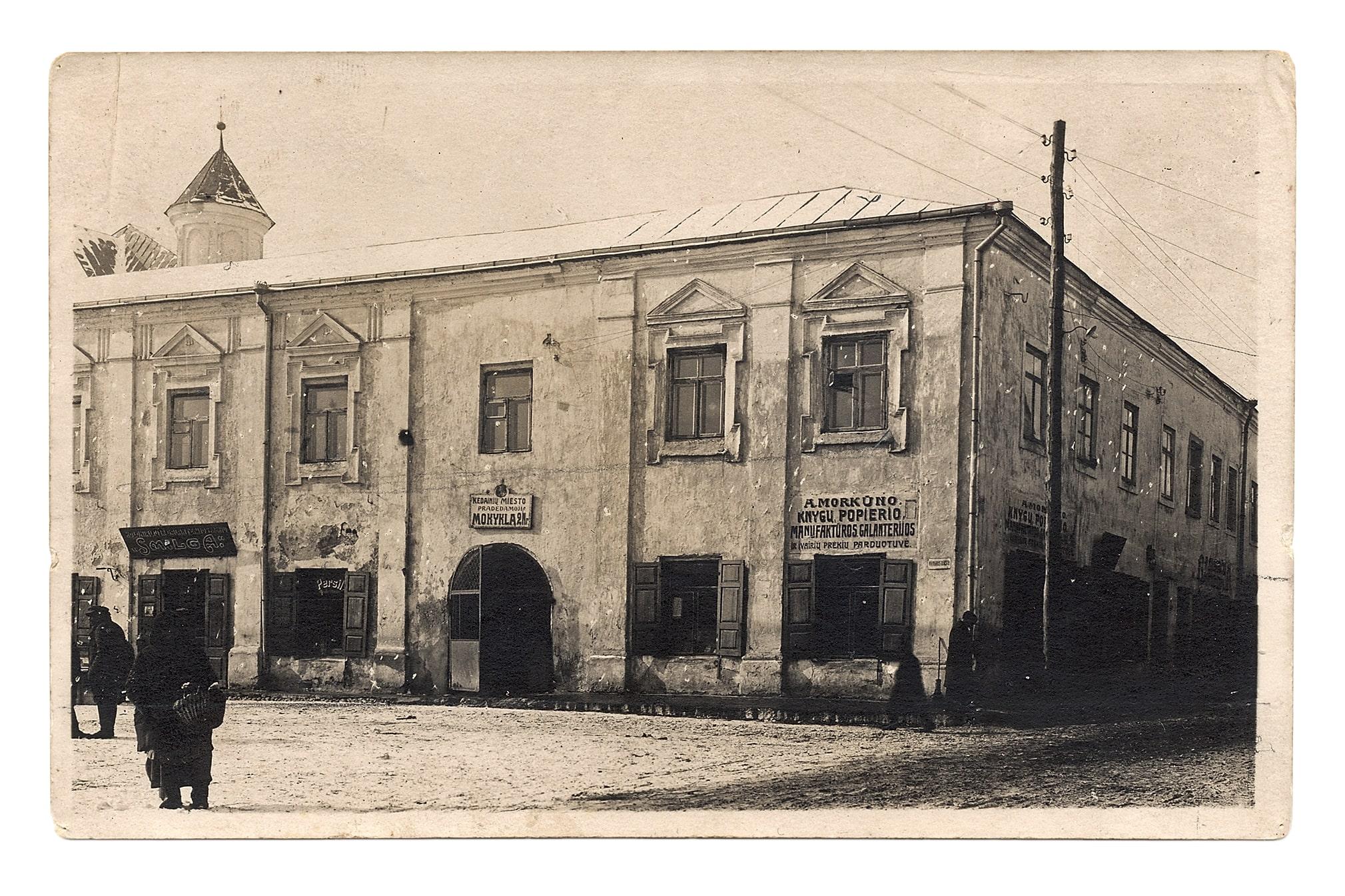 Pradinė mokykla buvusiame rotušės pastate, ~1923 m. Br. Mikštavičiaus nuotr.