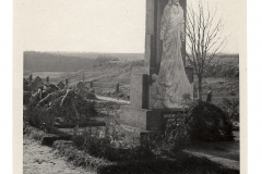 Paminklas žuvusiems už Lietuvos laisvę ir nepriklausomybę 1919 - 1923 m. Kėdainių miesto Dotnuvos gatvės kapinėse. Kazio Daugėlos nuotr., 1938 m.